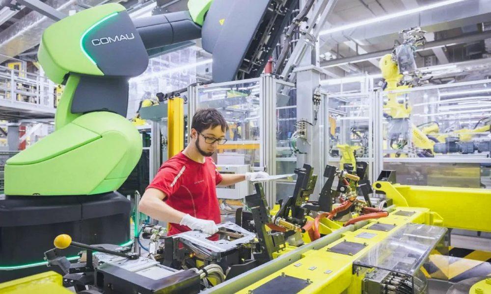 Cobot per la produzione di automobili